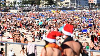 Χριστούγεννα με... μαγιό σε Ισπανία και Αυστραλία