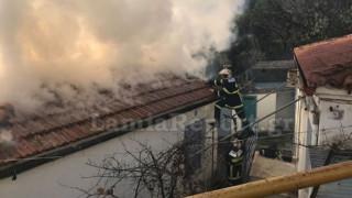 Φωτιά σε σπίτι στη Λαμία: Εικόνες καταστροφής