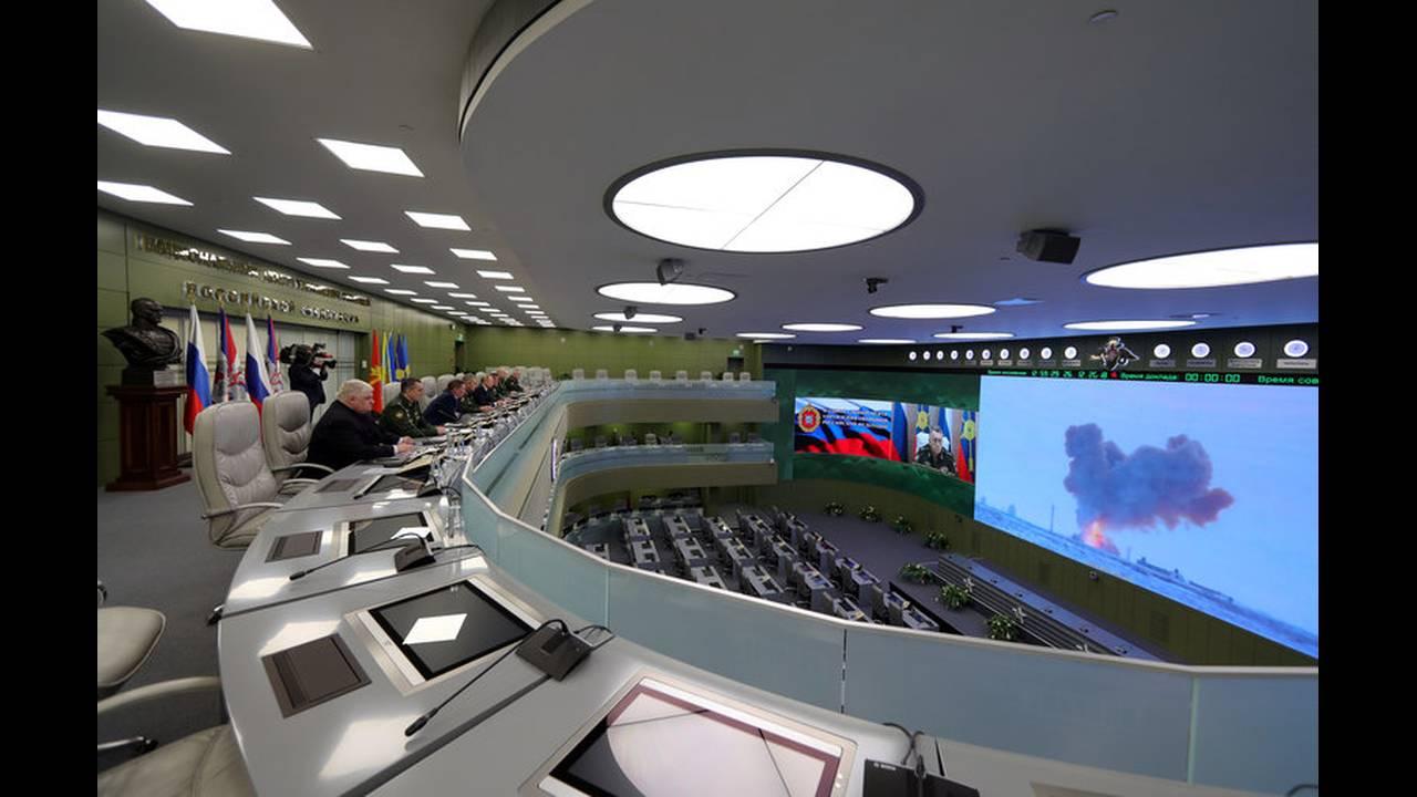 https://cdn.cnngreece.gr/media/news/2018/12/26/159648/photos/snapshot/2018-12-26T121119Z_28544309_RC1616234C60_RTRMADP_3_RUSSIA-PUTIN-NUCLEAR.jpg