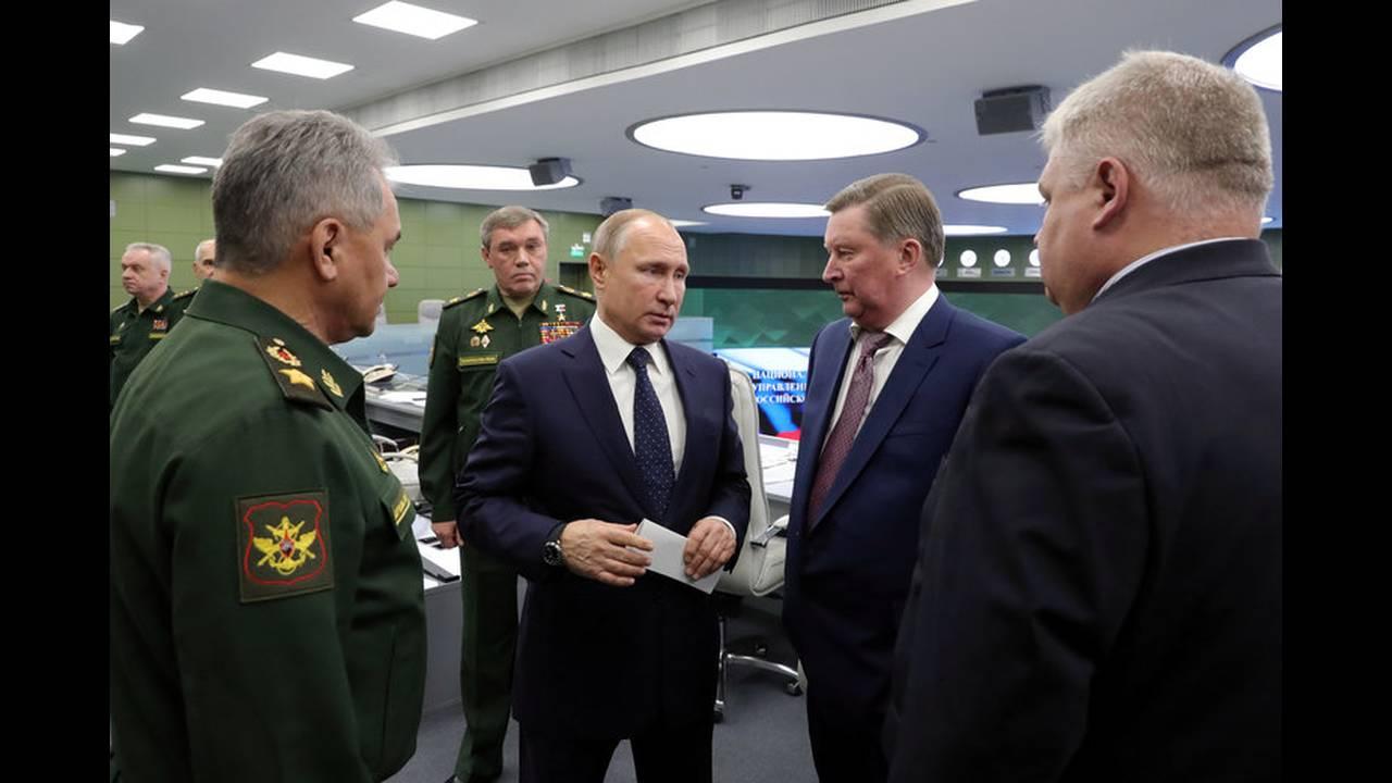 https://cdn.cnngreece.gr/media/news/2018/12/26/159648/photos/snapshot/2018-12-26T121616Z_2053087335_RC16CD70DAA0_RTRMADP_3_RUSSIA-PUTIN-NUCLEAR.jpg
