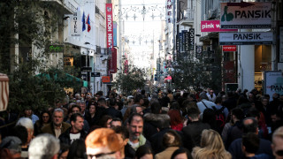 Εορταστικό ωράριο: Ποιες ημέρες και ώρες θα είναι ανοιχτά τα καταστήματα
