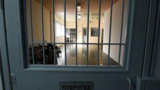 Βγήκαν τα μαχαίρια στις φυλακές Δομοκού: Αιματηρή συμπλοκή με έναν τραυματία