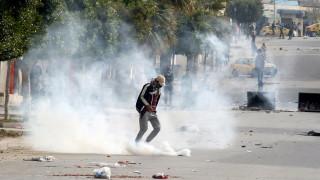 Τυνησία: Συνεχίστηκαν για τρίτο βράδυ οι συγκρούσεις μετά την αυτοπυρπόληση ενός φωτορεπόρτερ