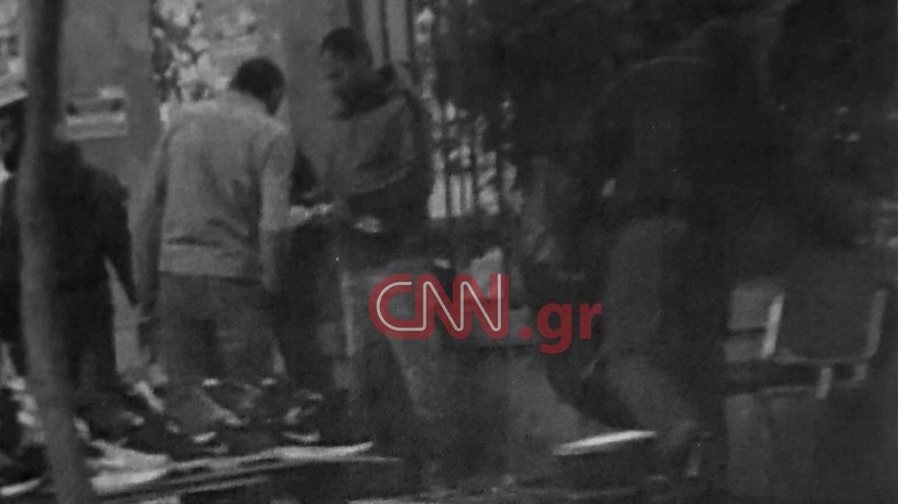 Μόνο στο CNN Greece: Φωτογραφία - ντοκουμέντο από τη δράση του κυκλώματος στην ΑΣΟΕΕ