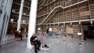 ΕΛΣΤΑΤ: Οι Έλληνες διαβάζουν περισσότερο, αλλά βλέπουν λιγότερο θέατρο