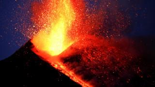 «Τουρισμός του ηφαιστείου»: Η γοητεία και οι κίνδυνοι ενός νέου ταξιδιωτικού φαινομένου