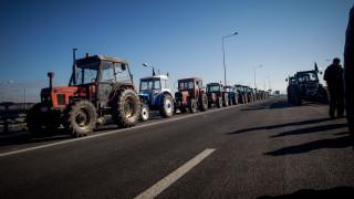 «Ζεσταίνουν» ξανά τα τρακτέρ τους οι αγρότες