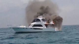Έπεσαν σε θάλασσα γεμάτη καρχαρίες όταν έπιασε φωτιά το σκάφος τους
