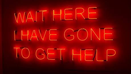 Tα social media και οι φωτεινές πινακίδες του Tim Etchells: Η κοινωνία του σύντομου μηνύματος