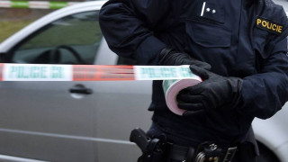 Ένοπλος κρατά ομήρους σε τράπεζα στην Τσεχία
