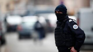 Μυστήριο στο Παρίσι: Συνελήφθη αστυνομικός που έφερε πάνω του εκρηκτικά