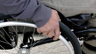 «Ήμασταν ακίνητοι 45 λεπτά εξαιτίας του»: Το μήνυμα πατέρα ΑμεΑ στους ασυνείδητους οδηγούς