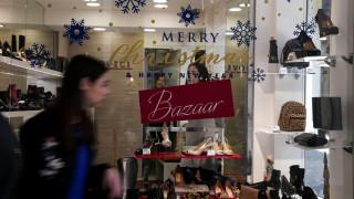 Εορταστικό ωράριο: Ποιες ώρες θα είναι ανοιχτά σήμερα τα καταστήματα