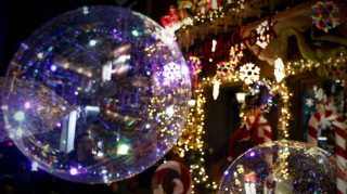 Εορταστικό ωράριο: Ποιες ώρες θα είναι ανοιχτά τα καταστήματα την παραμονή Πρωτοχρονιάς
