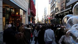 Εορταστικό ωράριο: Πότε θα είναι ανοιχτά τα καταστήματα
