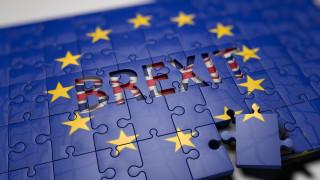 Πιο κοντά στο σκληρό Brexit; Το παρασκήνιο της συμφωνίας που δίχασε τη Βρετανία