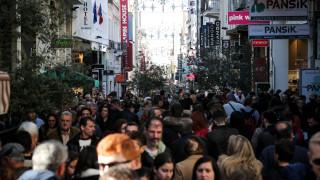 Εορταστικό ωράριο: Τι ώρα κλείνουν καταστήματα και σούπερ μάρκετ την παραμονή Πρωτοχρονιάς