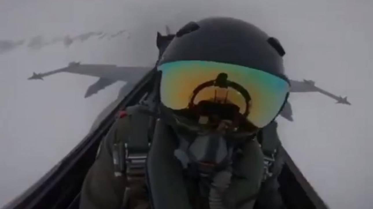 Συγκλονιστικό βίντεο: Η στιγμή που κεραυνός χτυπάει F-18