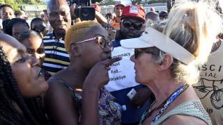 Το «φάντασμα» του απαρτχάιντ στο Κέιπ Τάουν: Διαμαρτυρία σε ακτή για απαγόρευση εισόδου σε μαύρους