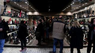 Εορταστικό ωράριο: Τι ισχύει για τα μαγαζιά ανήμερα Πρωτοχρονιάς και την επομένη