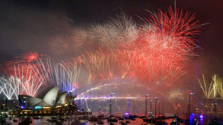 Πρωτοχρονιά: Ο κόσμος υποδέχεται εορταστικά το 2019