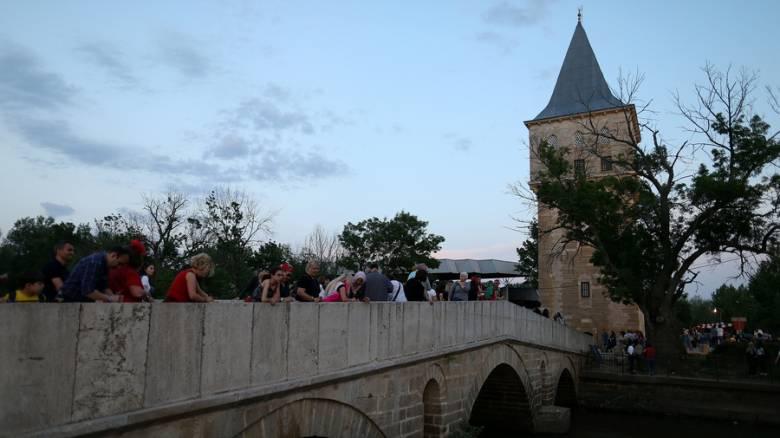 Έλληνες και Βούλγαροι τουρίστες προτιμούν την Αδριανούπολη για τα ψώνια τους και αυτή «ανταποδίδει»