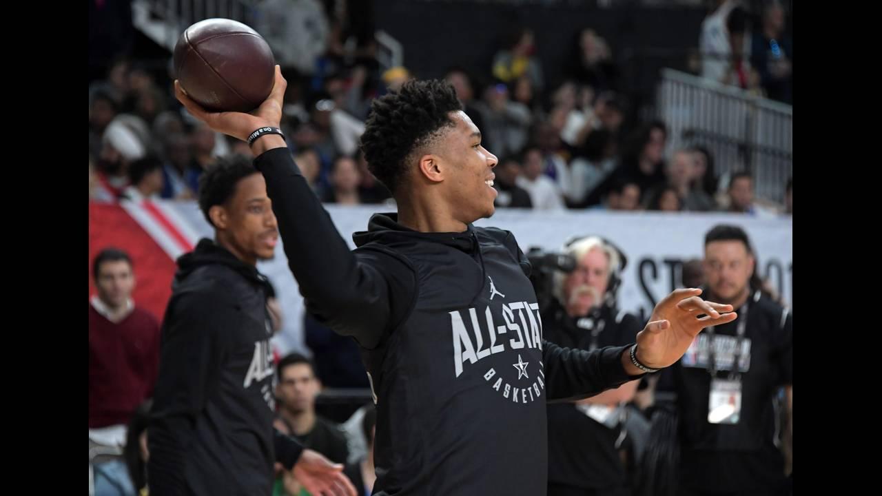 https://cdn.cnngreece.gr/media/news/2019/01/01/160285/photos/snapshot/2018-02-17T224603Z_1929907777_NOCID_RTRMADP_3_NBA-ALL-STAR-GAME-TEAM-STEPHEN-PRACTICE.JPG
