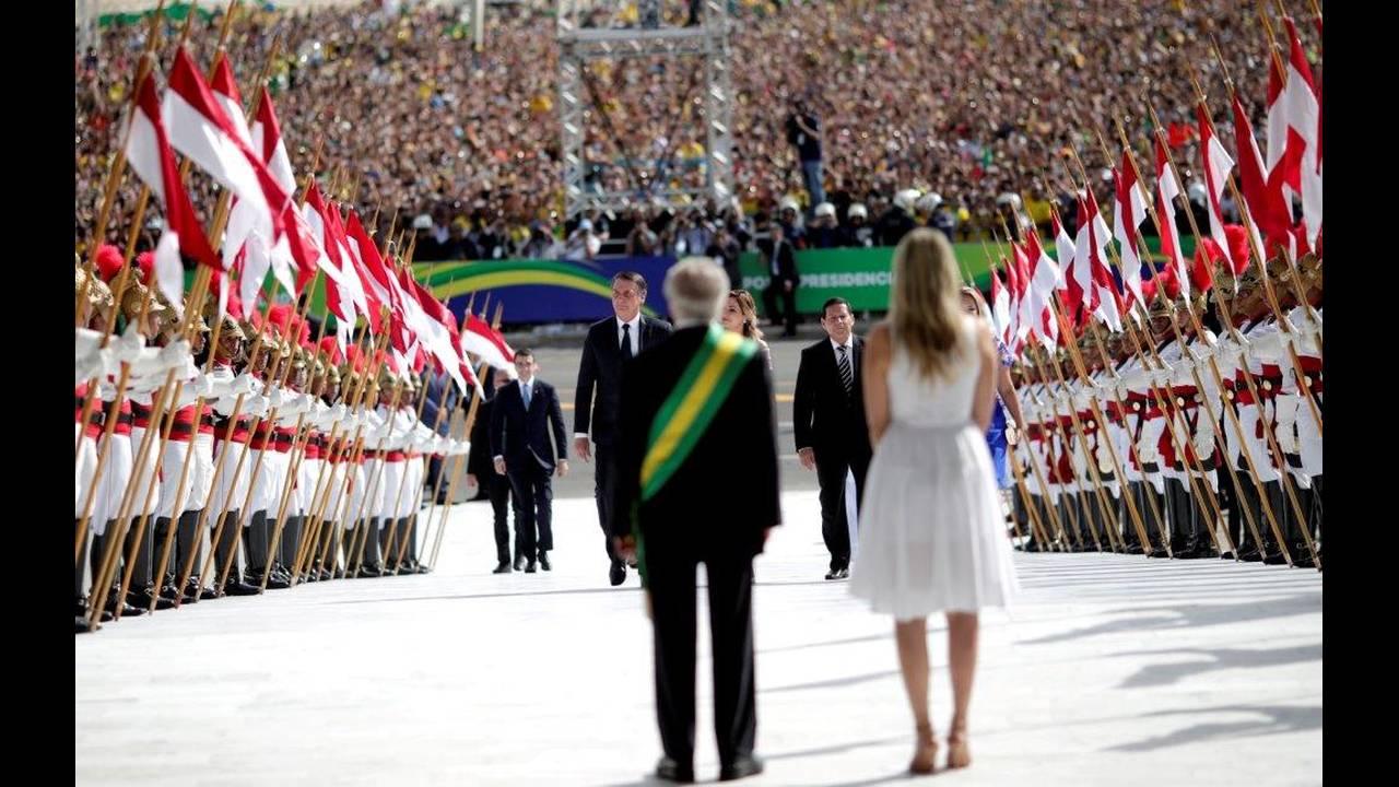 https://cdn.cnngreece.gr/media/news/2019/01/01/160309/photos/snapshot/2019-01-01T191017Z_1316548973_RC17E8A0A680_RTRMADP_3_BRAZIL-POLITICS.jpg