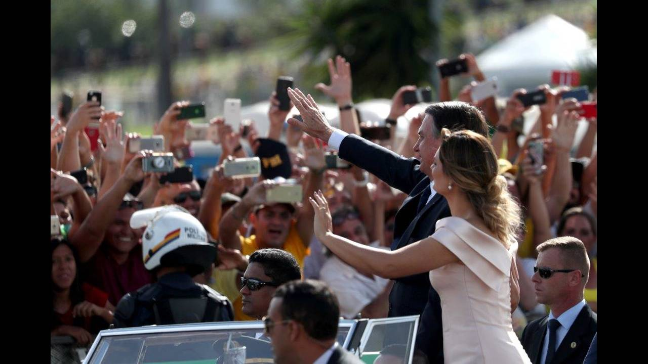 https://cdn.cnngreece.gr/media/news/2019/01/01/160309/photos/snapshot/2019-01-01T191529Z_457149477_RC13BCFA4B30_RTRMADP_3_BRAZIL-POLITICS.jpg
