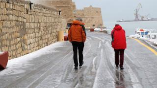 Καιρός: Οι βροχές «έπνιξαν» την Κρήτη - Τα ορμητικά νερά παρέσυραν οδηγό