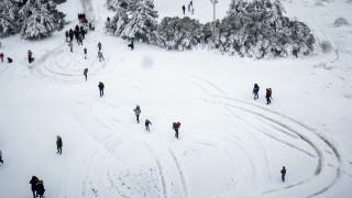 Εντυπωσιακές φωτογραφίες της χιονισμένης Πάρνηθας από ψηλά