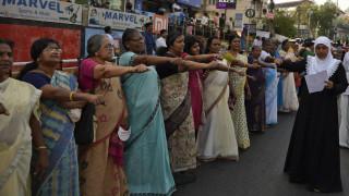 «Τείχος των γυναικών»: Μία ανθρώπινη αλυσίδα εκατοντάδων χιλιομέτρων για την ισότητα