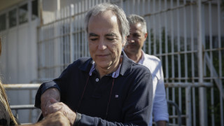 Ο Δημήτρης Κουφοντίνας απολαμβάνει την εορταστική του άδεια με βόλτα στο κέντρο της Αθήνας