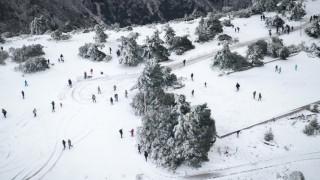Καιρός: Η «Σοφία» χτυπά την Αττική - Στα «λευκά» η Πάρνηθα - Δείτε LIVE πού χιονίζει στην Ελλάδα