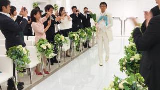 Γάμος πολλών διαστάσεων: Ο άνδρας που νυμφεύτηκε ένα… ολόγραμμα