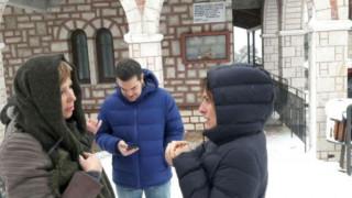 Αλέξης Τσίπρας: Βόλτα στα χιόνια με την Μπέτυ Μπαζιάνα και την Όλγα Γεροβασίλη