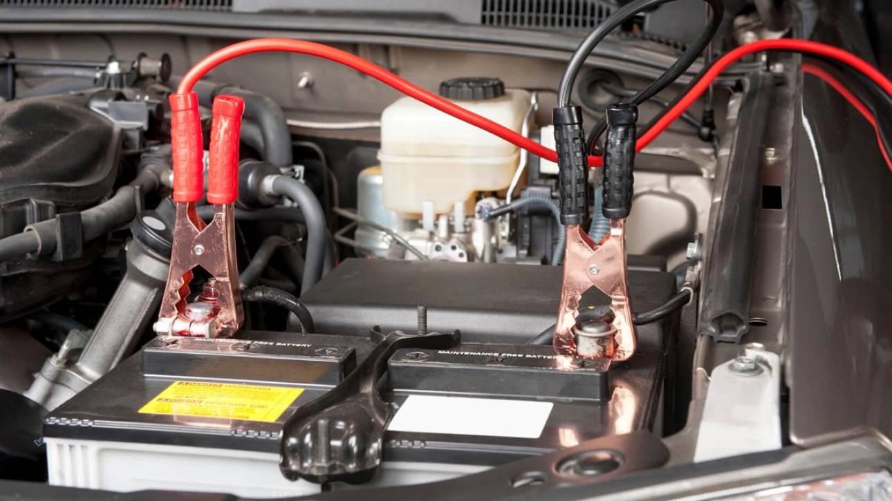 Γνωρίζετε πως δίνετε σωστά ρεύμα σε αυτοκίνητο που έμεινε από μπαταρία;