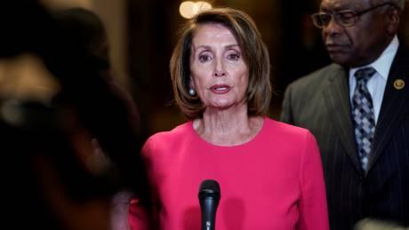 «Θα σου πάρει το κεφάλι πριν καταλάβεις ότι αιμορραγείς»: H κυρία Speaker, Νάνσι Πελόζι