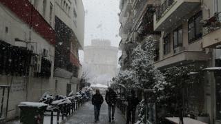 Εντυπωσιακές εικόνες από τη «λευκή» Θεσσαλονίκη