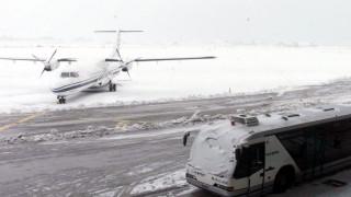 Καιρός: Χάος στο «Μακεδονία» - Εγκλωβισμένοι επιβάτες καταγγέλλουν ότι κοιμήθηκαν στις τουαλέτες