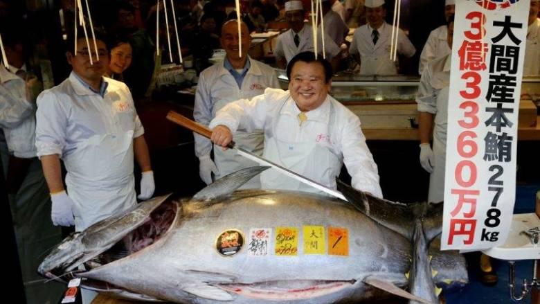 «Πλήρωσα πάρα πολλά»: Ιάπωνας αγόρασε τόνο 278 κιλών σε τιμή ρεκόρ