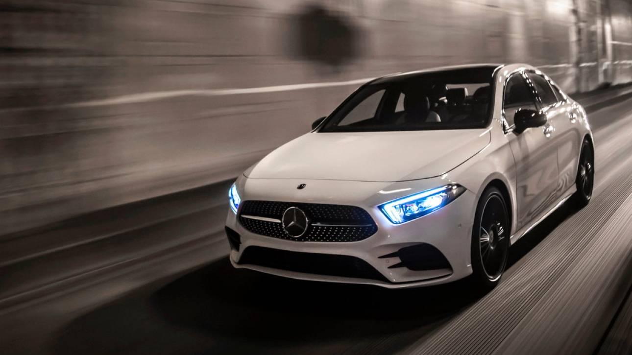 Στην καινούργια Mercedes CLA τα φώτα στο εσωτερικό θα ανάβουν αυτόματα
