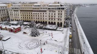 Καιρός: Στα «λευκά» η Θεσσαλονίκη - Συγκλονιστικές εικόνες από ψηλά