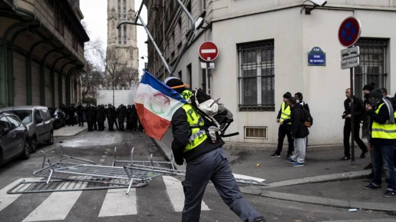 Συγκρούσεις «κίτρινων γιλέκων» - αστυνομίας στο Παρίσι