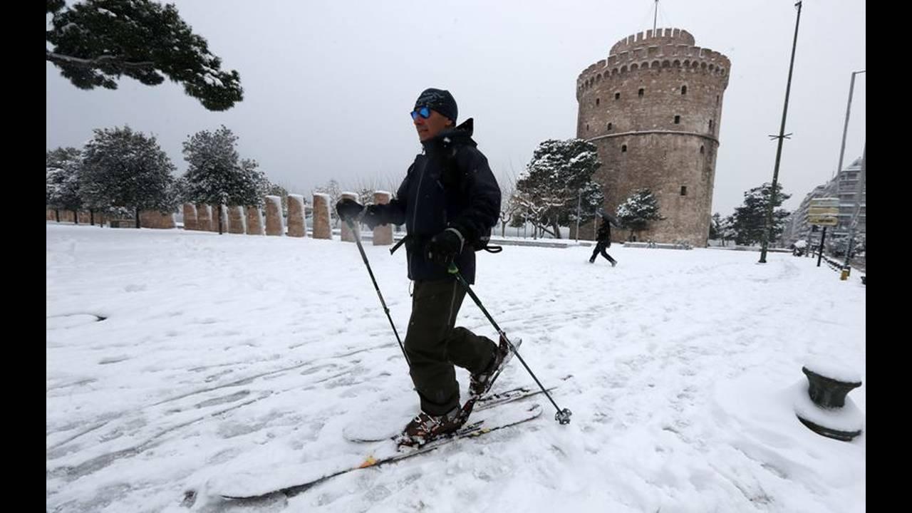https://cdn.cnngreece.gr/media/news/2019/01/06/160799/photos/snapshot/thessaloniki.jpg