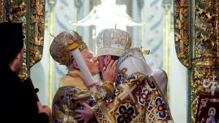 Παρέδωσε τον Τόμο της Αυτοκεφαλίας στην Εκκλησία της Ουκρανίας ο Βαρθολομαίος