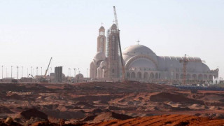 Αίγυπτος: Το μεγαλύτερο ναό και το μεγαλύτερο τζαμί στη Μέση Ανατολή εγκαινίασε ο αλ Σίσι