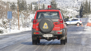 Διάσωση δύο ατόμων στη Θεσσαλονίκη - Ακινητοποιήθηκε το όχημά τους λόγω χιονιού