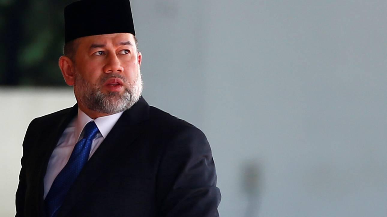 Ο βασιλιάς της Μαλαισίας απαρνήθηκε το θρόνο μετά το γάμο του με μοντέλο από τη Ρωσία