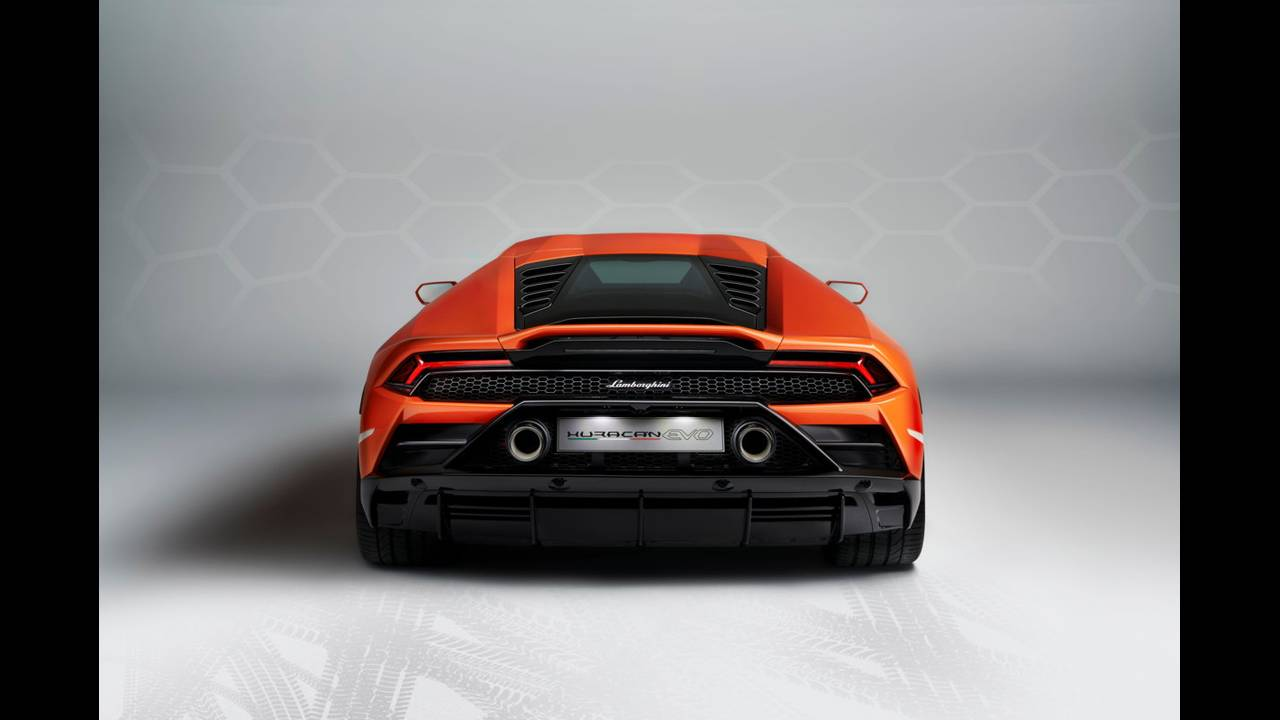 https://cdn.cnngreece.gr/media/news/2019/01/07/160951/photos/snapshot/LAMBORGHINI-HURACAN-EVO-14.jpg